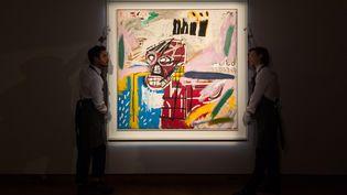 """""""Red Skull"""" (1982) de Jean-Michel Basquiat, présenté par la maison Christie's à Londres, le 29 septembre 2018. (RAY TANG / ANADOLU AGENCY)"""