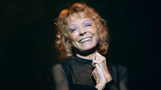 Isabelle Aubret sur scène en 2009.  (POL EMILE/SIPA)