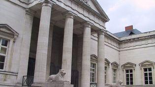 Le tribunal d'Orléans a condamné àquatre ans de prison ferme, assortis d'un mandat de dépôt, un septuagénaire qui a escroqué 800 000 euros en se faisant passer pour un producteur de cinéma, le 15 décembre 2016. (MAXPPP)