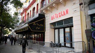 La facade du Bataclan toujours en travaux le 27 octobre 2016, presque un an après l'attaque du 13 novembre. (MARTIN BUREAU / AFP)