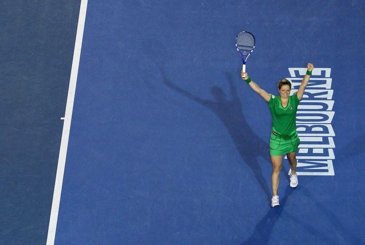 Kim Clijsters fête sa victoire à l'Open d'Australie 2011 contre la Chinoise Li Na, le 29 janvier 2011 à Melbourne. (RYAN PIERSE / GETTY IMAGES)