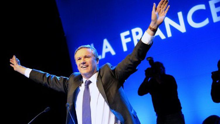 Nicolas Dupont-Aignan au Bataclan (BERTRAND GUAY / AFP)