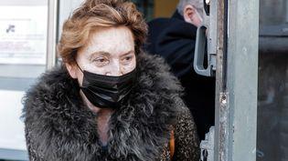 L'hôtelière niçoise Jacqueline Veyrac, kidnappée en 2016, quitte la cour d'assises des Alpes-Maritimes où elle a témoigné au procès deses ravisseurs le 8 janvier 2020. (VALERY HACHE / AFP)