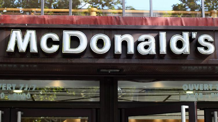 Le restaurant McDonald's des Champs-Elysées à Paris, le 25 septembre 2010. (THOMAS COEX / AFP)