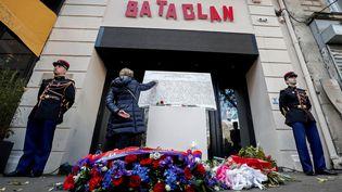 Cérémonie d'hommage aux victimes des attentats du 13 novembre 2015, devant le Bataclan, à Paris, le 13 novembre 2018. (BENOIT TESSIER / AFP)