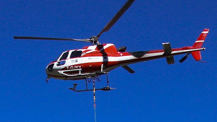 Un hélicoptère du Service aérien français (SAF), identique à celui qui s'est écrasé, mardi 8décembre 2020, en Savoie. (MAXPPP)