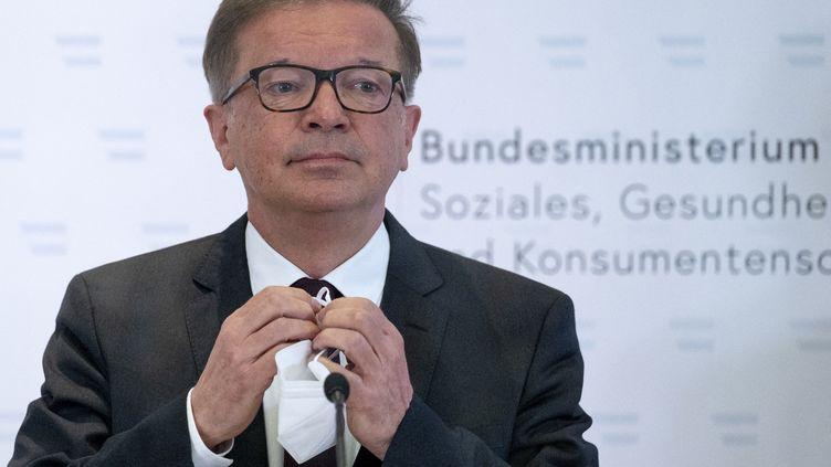 Le ministre autrichien de la Santé Rudolf Anschober démissionne, le 13 avril 2021 à Vienne. (JOE KLAMAR / AFP)