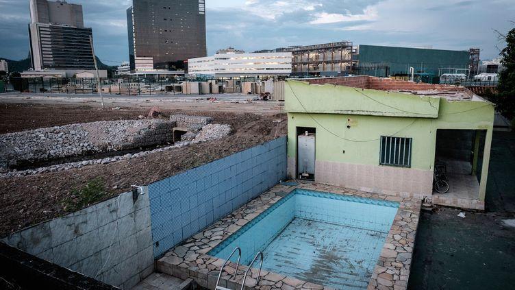 Marcia Lemos, dernière habitante qui résiste à la destruction des maisons dans le parc olympique de Rio (YASUYOSHI CHIBA / AFP)