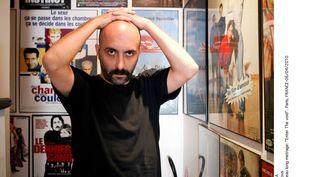 """Le réalisateur Gaspard Noé pose à la sortie de son long métrage """"Enter the Void"""", le 6 avril 2010 à Paris. (CAPMAN / SIPA)"""