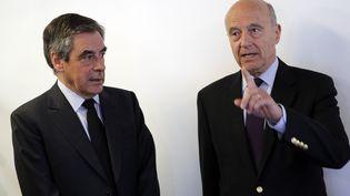 François Fillon et Alain Juppé ont visité ensemble les locaux parisiens de Deezer, le site internet d'écoute de musique à la demande, mercredi 19 avril. (CHRISTOPHE ENA / POOL)