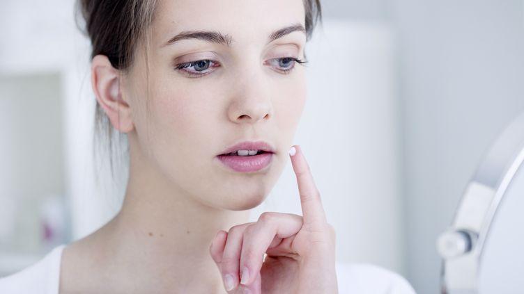 L'Homéoplasmine, crème dermatologique des laboratoires Boiron, est parfois mal utilisée par certaines personnes, au risque de provoquer certains effets nocifs. (B. BOISSONNET / BSIP / CORBIS RF STILLS / GETTY IMAGES)