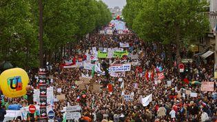 Défilé à Paris, lors de la manifestation du 1er mai 2002. (ERIC FEFERBERG / AFP)
