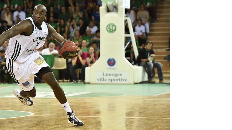 Ousmane Camara, ici sous le maillot de Limoges, rejoint Chalon/Saône (PASCAL LACHENAUD / AFP)