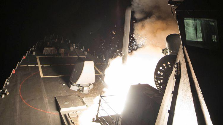 Un missile Tomahawk est tiré depuis le destroyer USS Porter de la marine américaine, en mer Méditerranée, le 7 avril 2017.  (? REUTERS PHOTOGRAPHER / REUTER / DIGITAL)