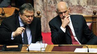 Le Premier ministre grec George Papandreou et le ministre des Finances Evangelos Venizelos, le 30 juin 2011. (AFP - Louisa Gouliamaki)