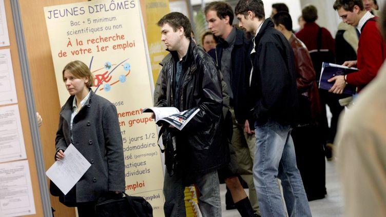 Le forum des grandes écoles d'ingénieurs de Rhône-Alpes, à Villeurbanne (Rhône), le 9 mars 2005. (MAXPPP)