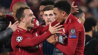 Plusieurs joueurs de Liverpool célèbrent leur victoire à domicile face à Barcelone en Ligue des champions, le 7 mai 2019. (PAUL ELLIS / AFP)
