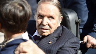 Abdelaziz Bouteflika lors d'élections locales à Alger (Algérie), le 23 novembre 2017. (RYAD KRAMDI / AFP)