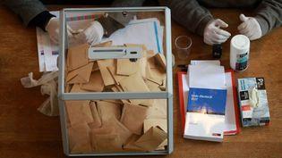 Elections municipales 2020 : conditions sanitaires drastiques pour le second tour. (Ludovic Marin / AFP)