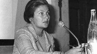 Simone Veil, alors ministre de la Santé, durant d'une conférence de presse au Palais Bourbon à Paris, le 2 mai 1975. (AFP)
