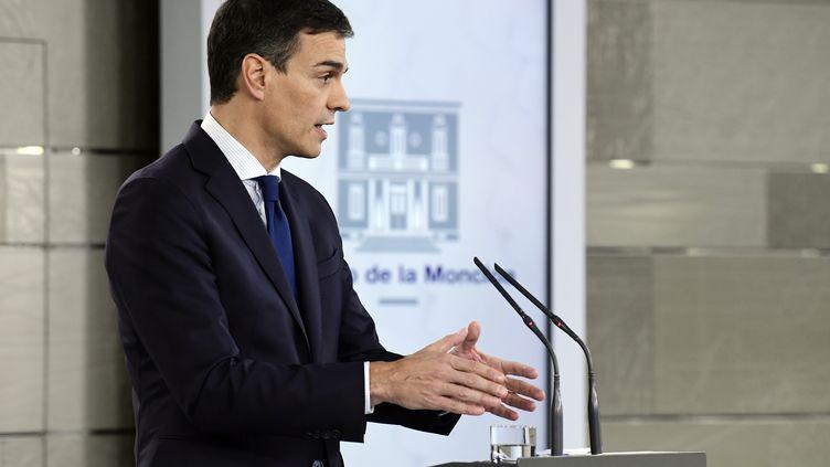 Pedro Sanchez donne une conférence de presse à Madrid (Espagne), le 6 juin 2018. (JAVIER SORIANO / AFP)