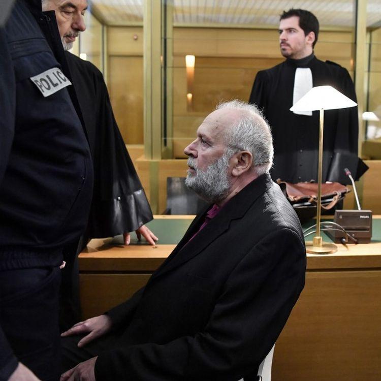 Bernard Preynat à l'ouverture de son procès pour des agressions sexuelles sur d'anciens scouts, le 13 janvier 2020, devant le tribunal correctionnel de Lyon. (PHILIPPE DESMAZES / AFP)