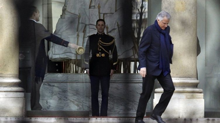 Dominique de Villepin sur les marches de l'Elysée (24 février 2011) (AFP/PATRICK KOVARIK)