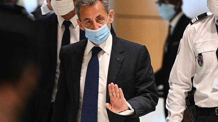 Nicolas Sarkozy arrive au tribunal de Paris, le 1er mars 2021. (ANNE-CHRISTINE POUJOULAT / AFP)