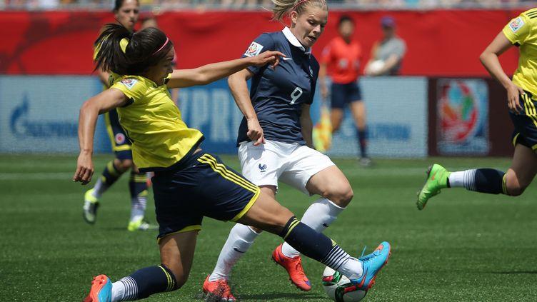 La Française Eugénie Le Sommer (à droite), lors du match contre la Colombie, le 13 juin 2015 à Moncton (Canada). (USA TODAY SPORTS / REUTERS)
