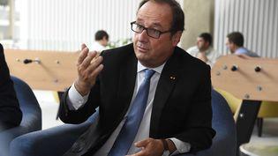"""François Hollande dans ses bureaux de la Fondation """"La France s'engage"""" à Paris, le 6 septembre 2017 (BERTRAND GUAY / AFP)"""