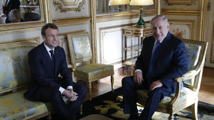 Le président de la République Emmanuel Macron et le Premier ministre Benjamin Netanyahu lors d'une rencontre à l'Elysée, le 10 décembre 2017. (PHILIPPE WOJAZER / POOL)