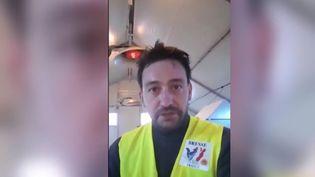 Un éleveur de l'Ain déclare être à bout et ne pas s'en sortir. Il avait fourni des volailles à l'Élysée à l'occasion du repas des cérémonies du 11-Novembre. (FRANCE 3)