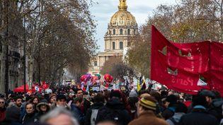 La CGT revendique 180 000 manifestants à Paris, contre 250 000 le 5 décembre, alors que le cabinet indépendant Occurrence en compte 27 000. En régions, les chiffres de mobilisation communiqués par la police et les préfectures montrent une mobilisation divisée par deux par rapport au 5 décembre. (JEROME GILLES / NURPHOTO / AFP)