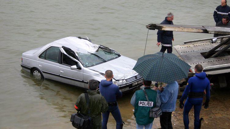 La voiture utilisée par Anne-Sophie Girollet, le soir de sa disparition, a été retrouvée par les enquêteur au fond de la Saône à Mâcon en 2005. (MAXPPP)