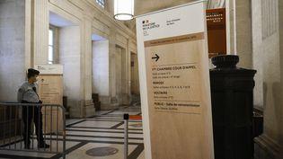 L'entrée de la salle d'audience,au palais de justice de l'île de la Cité, à Paris, le 27 octobre 2021. (MAGALI COHEN / HANS LUCAS)