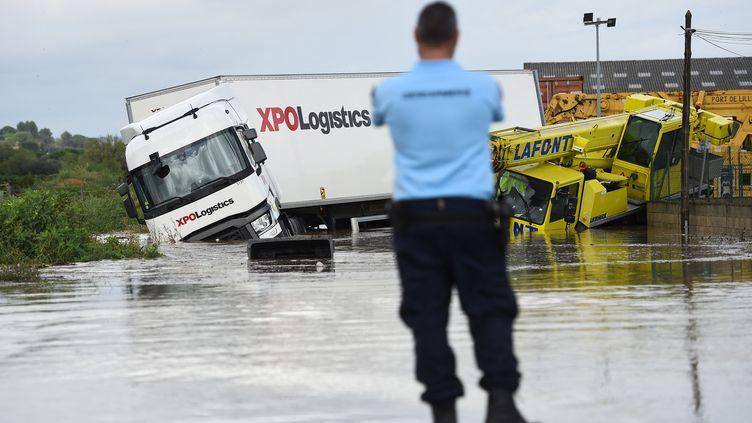 Des camions emportés par les eaux à Codognan dans le Gard après que des pluies diluviennes se sont abattues mardi 14 septembre 2021 sur la région (illustration). (SYLVAIN THOMAS / AFP)