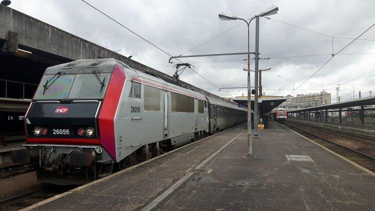 Le train Intercités est parti de Paris direction Clermont-Ferrand (illustration). (EMMANUEL MOREAU / FRANCE-BLEU PAYS D'AUVERGNE)