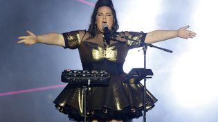 Netta Barzilai, candidate israélienne au concours de l'Eurovision 2018, le 10 avril 2018 lors d'un concert à Tel Aviv. (JACK GUEZ / AFP)