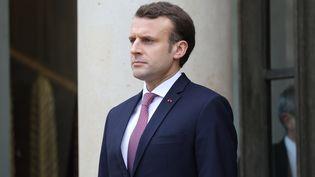Le président de la République Emmanuel Macron sur le perron de l'Elysée, le 23 janvier 2018. (LUDOVIC MARIN / AFP)