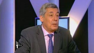 Henri Guaino, ex-conseiller de Nicolas Sarkozy à l'Elysée et candidat aux législatives dans les Yvelines, le 5 juin 2012, sur i-Télé. (FTVI / I-TELE)