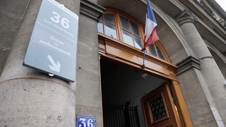 L'entrée du 36, Quai des Orfèvres, à Paris, le 2 août 2014. (BERTRAND GUAY / AFP) (JACQUES DEMARTHON / AFP)