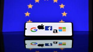 Illustration des logos des GAFAM (Google, Apple, Facebook, Amazonet Microsoft). (JUSTIN TALLIS / AFP)