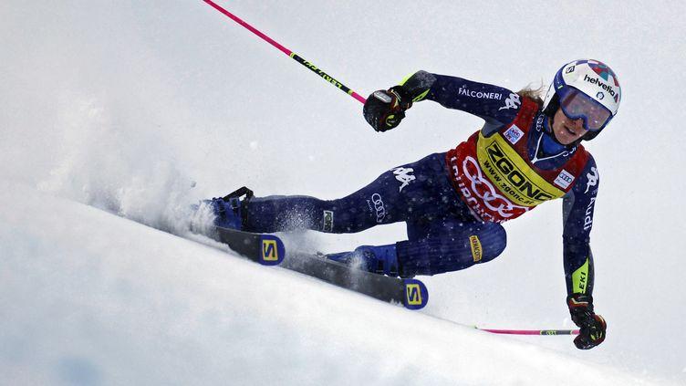 L'Italienne Marta Bassino lors de la première manche de l'épreuve de slalom géant féminin lors de la Coupe du monde de ski alpin à Courchevel, le 12 décembre 2020.  (THOMAS COEX / AFP)
