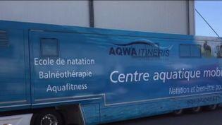 Une idée pour la France : un camion-piscine, l'innovation pour apprendre à nager (FRANCE 2)