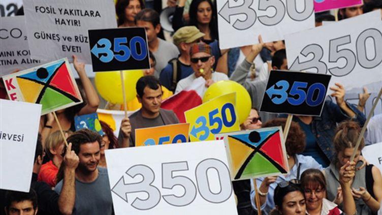 Rassemblement à Istanbul lors de la Journée mondiale pour le Climat le 24 octobre 2009 (© AFP - Mustafa Ozer)