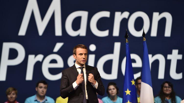 Emmanuel Macron, le 19 avril 2017, pendant la campagne présidentielle, à Nantes (Loire-Atlantique). (JEAN-SEBASTIEN EVRARD / AFP)