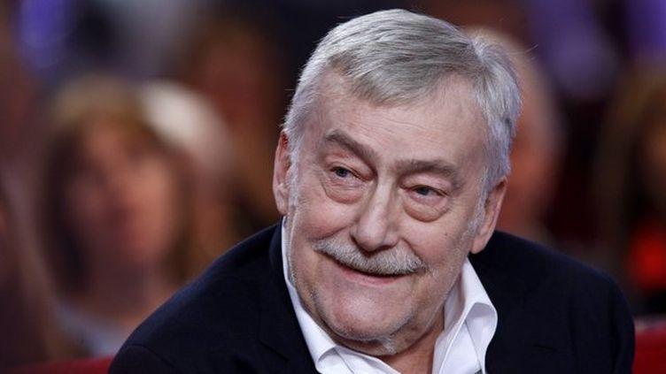 """Le comédien Michel Duchaussoy sur le plateau de """"Vivement dimanche"""" sur France 2, en février 2010. (FREDERIC DUGIT / LE PARISIEN / MAXPPP)"""