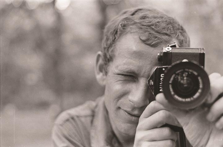 Gilles Caron, Autoportrait Guinée-Bissau, décembre 1968 (GILLES CARON / FONDATION GILLES CARON)