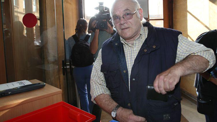 Henri Leclaire arrive au tribunal de Metz (Moselle), le 5 août 2014. (FRED MARVAUX / AFP)