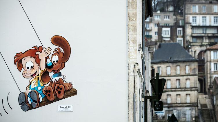 Les personnages de la BD Boule et Bill sur un mur d'Angoulême, le 02 février 2020. (JOEL SAGET / AFP)